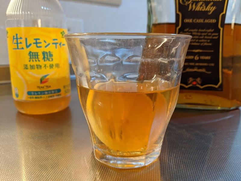 ウイスキー、無糖レモンティー割2杯目
