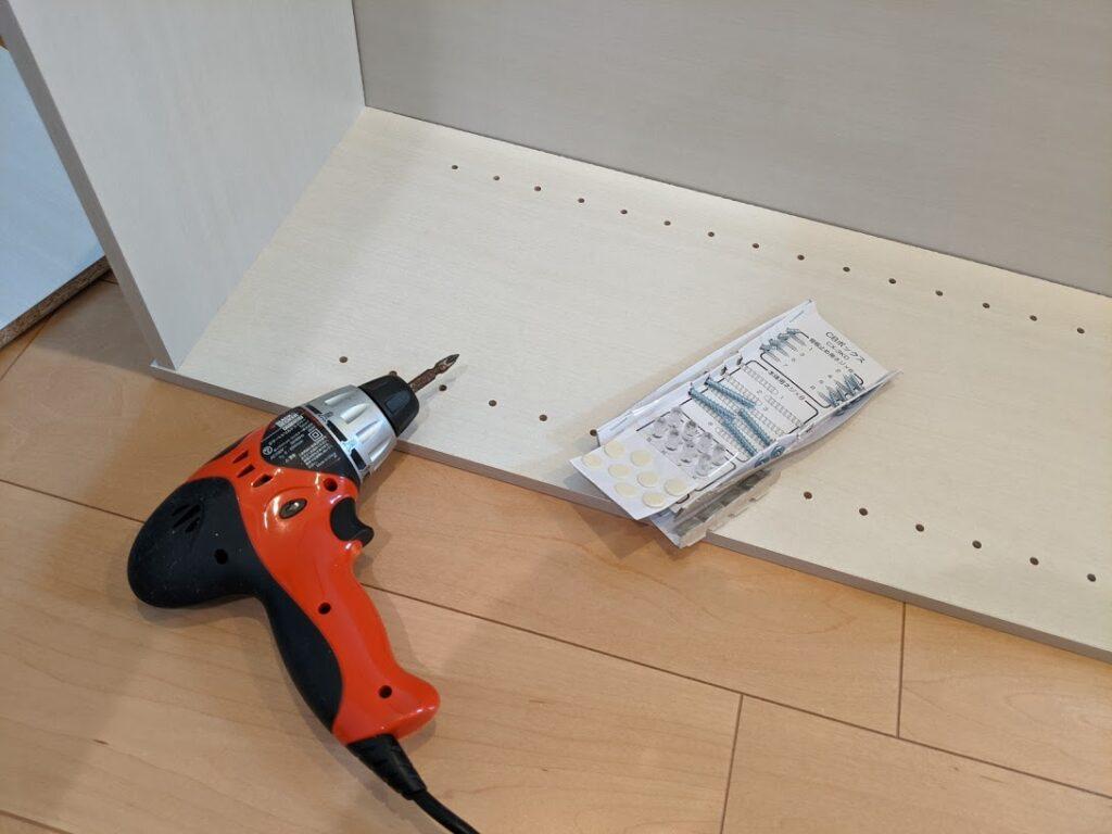 カラーボックスの組み立てと日本郵政